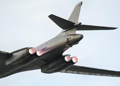 B-1B departs LGB Jan 4/06