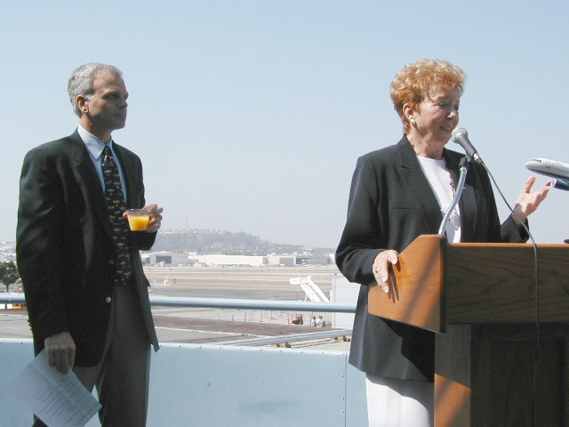 JetBlue 1st anniversary @ LGB, Aug. 29/02