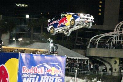 Трэвис Пастрана установи рекорд по прыжкам на автомобиле.